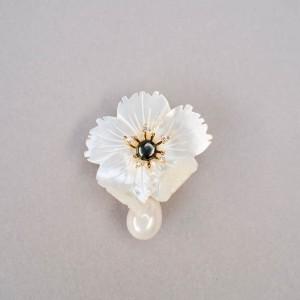 Брошь «Цветок с каплей»
